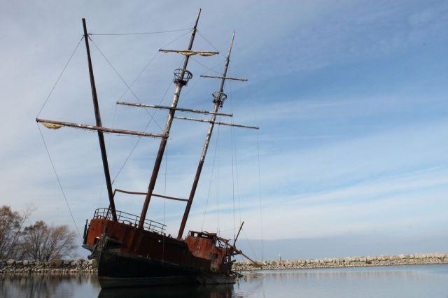 abandom boat2