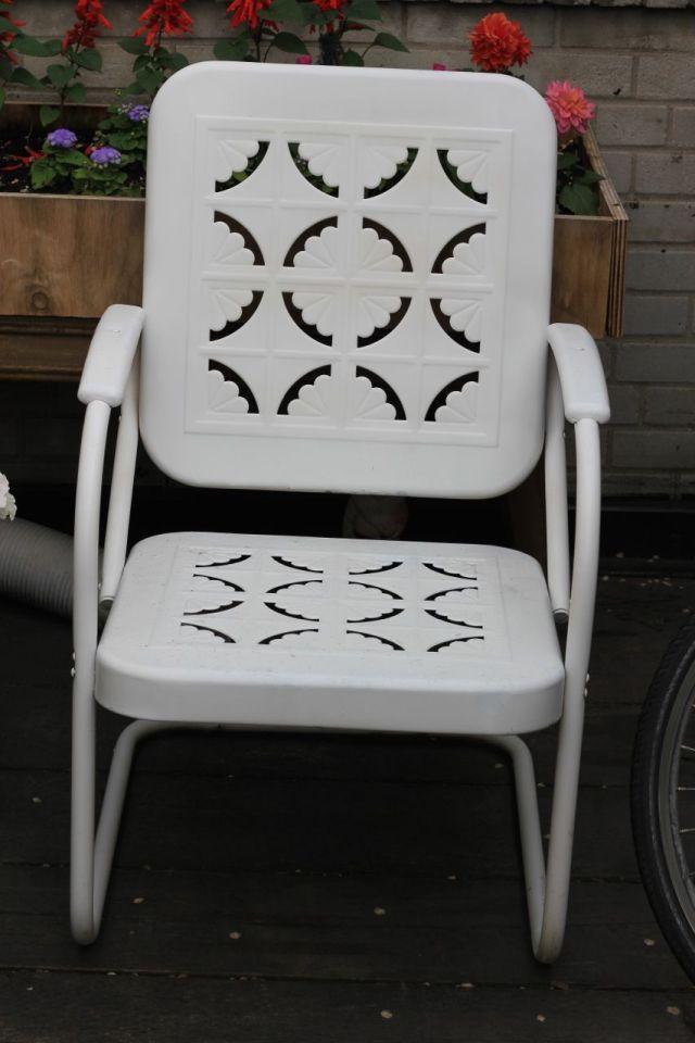 whitechair-a