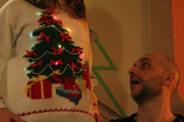 xmas-sweater-robert3